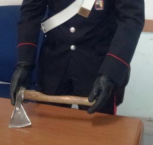 ascia-sequestrata-dai-carabinieri