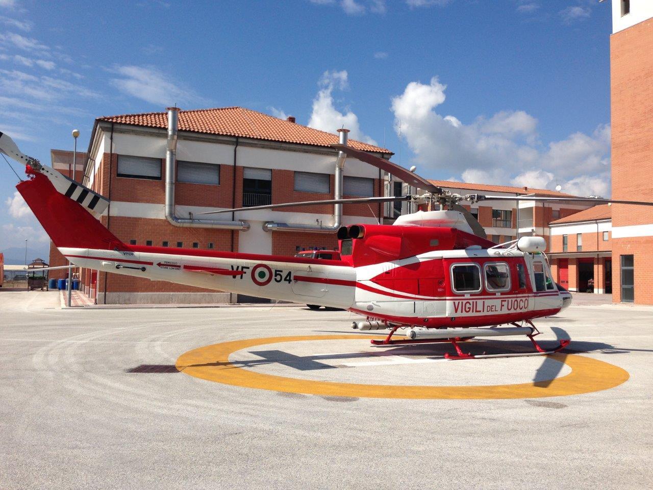 L Elicottero Arra Pdf : Fiamme a santa lucia in azione l elicottero dei vigili