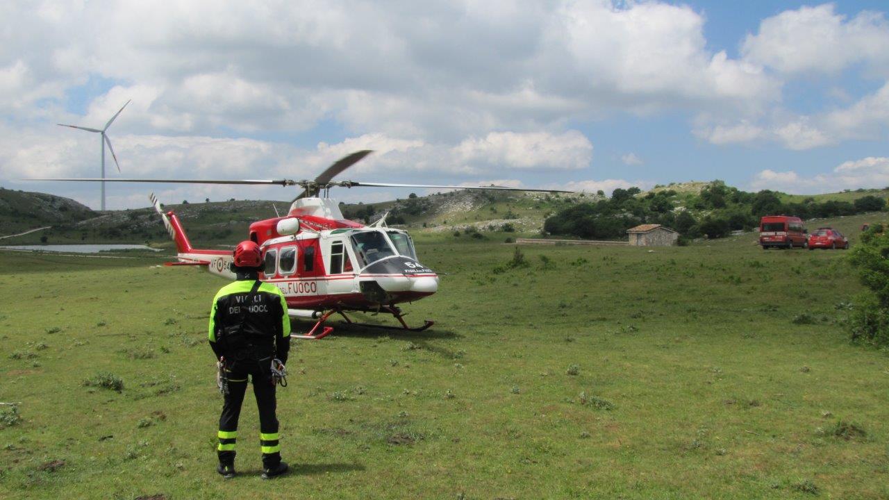L Elicottero Arra Pdf : Persona dispersa sui monti in azione l elicottero dei