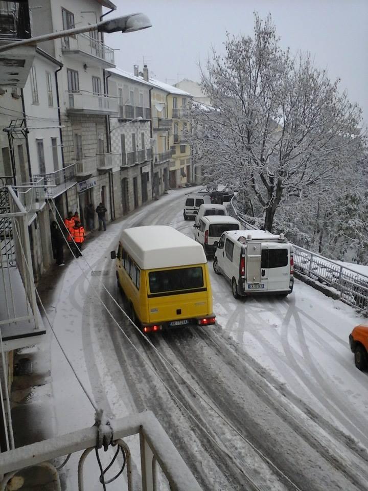 Pneumatici da neve solo un automobilista su due rispetta l 39 obbligo l 39 eco - Se monto pneumatici diversi dal libretto ...