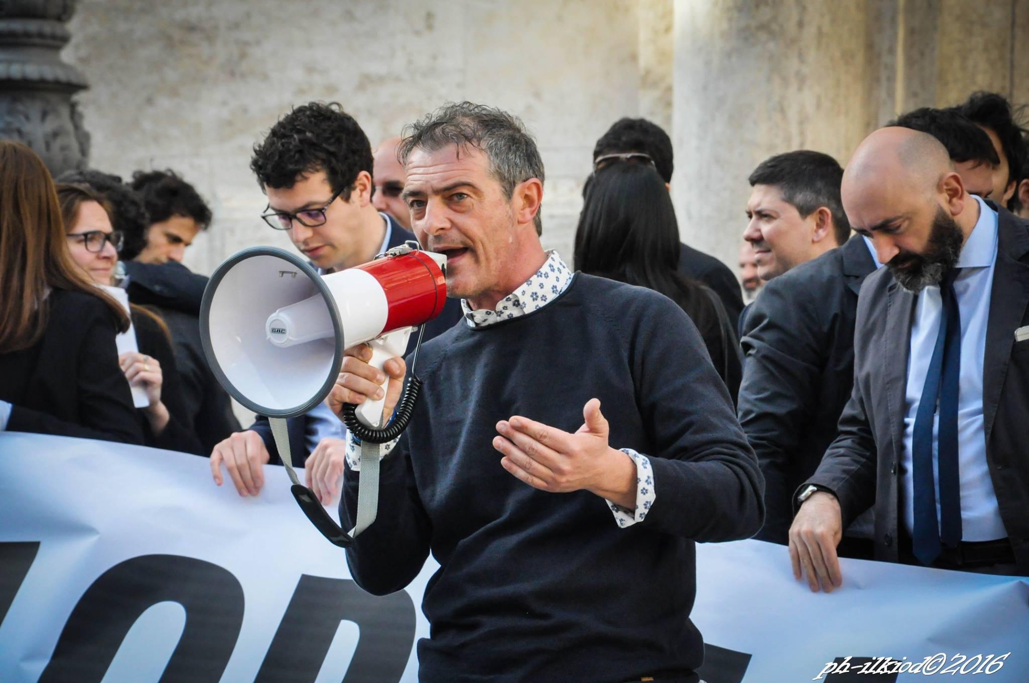 Referendum, la sinistra pd non firma Renzi: