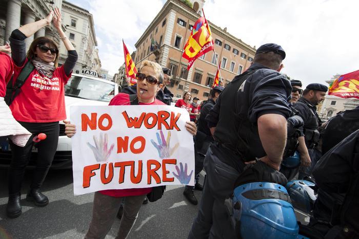 Istat: Italia fuori crisi ma crescono disuguaglianze reddito
