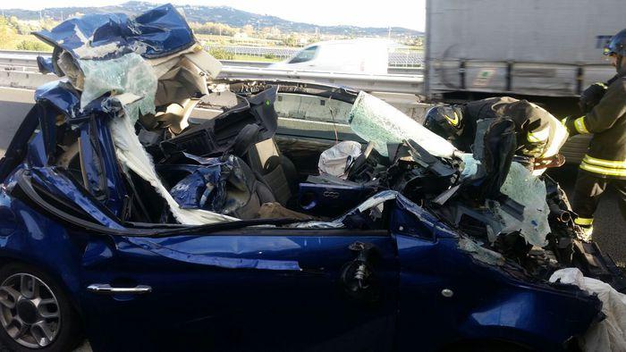 Auto contro un camion sull'A14, tre ragazze ferite a Roseto degli Abruzzi