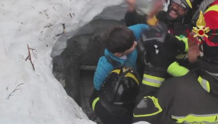 A still image grabbed from a video released by the Italian Fire Department shows the rescue operations of two children at the hotel Rigopiano, which was hit by a massive avalanche probably due to Wednesday's earthquakes in central Italy, in Farindola, Abruzzo region, Italy, 20 January 2017. Rescuers have tracked down eight people alive, including two children, at the Hotel Rigopiano, Carabinieri police sources said Friday. ANSA/ ITALIAN FIRE DEPARTMENT   +++ ANSA PROVIDES ACCESS TO THIS HANDOUT PHOTO TO BE USED SOLELY TO ILLUSTRATE NEWS REPORTING OR COMMENTARY ON THE FACTS OR EVENTS DEPICTED IN THIS IMAGE; NO ARCHIVING; NO LICENSING +++