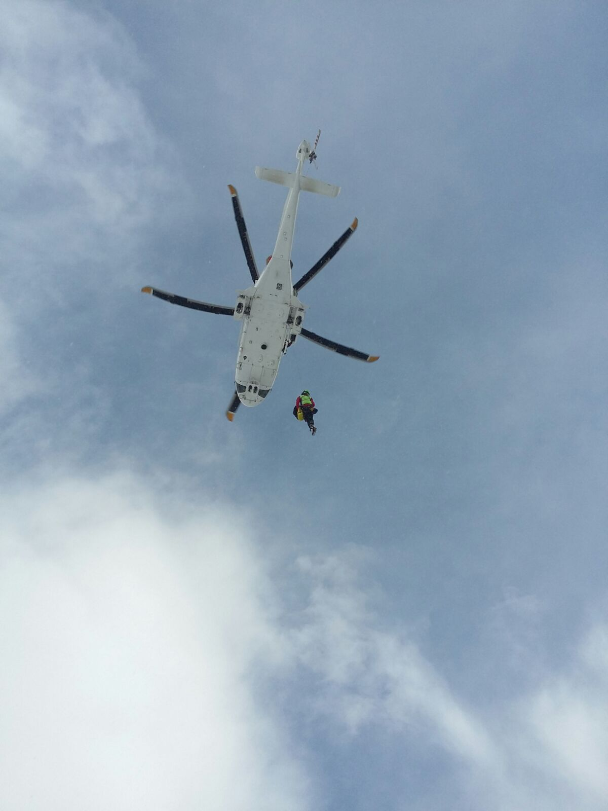 L Elicottero Arra Pdf : Sciatore infortunato in quota tratto salvo