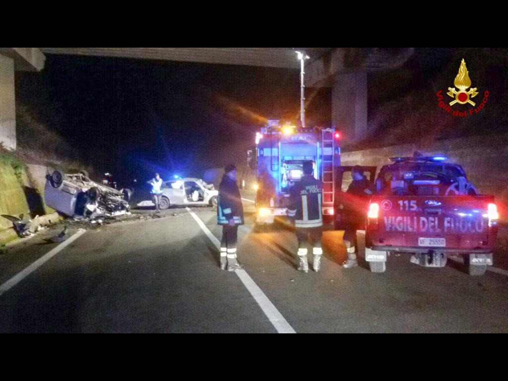 Auto sotto un tir sulla Trignina: due morti e due feriti gravi