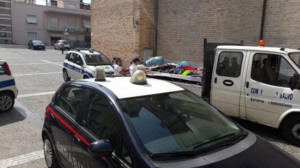 Venditori abusivi di costumi da bagno sequestro di for Bagno a ripoli polizia municipale