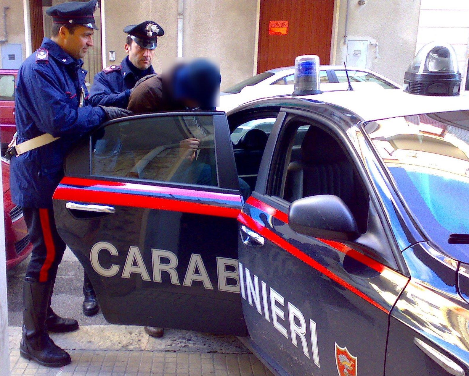 Risultati immagini per foto di carabinieri che arrestano boss
