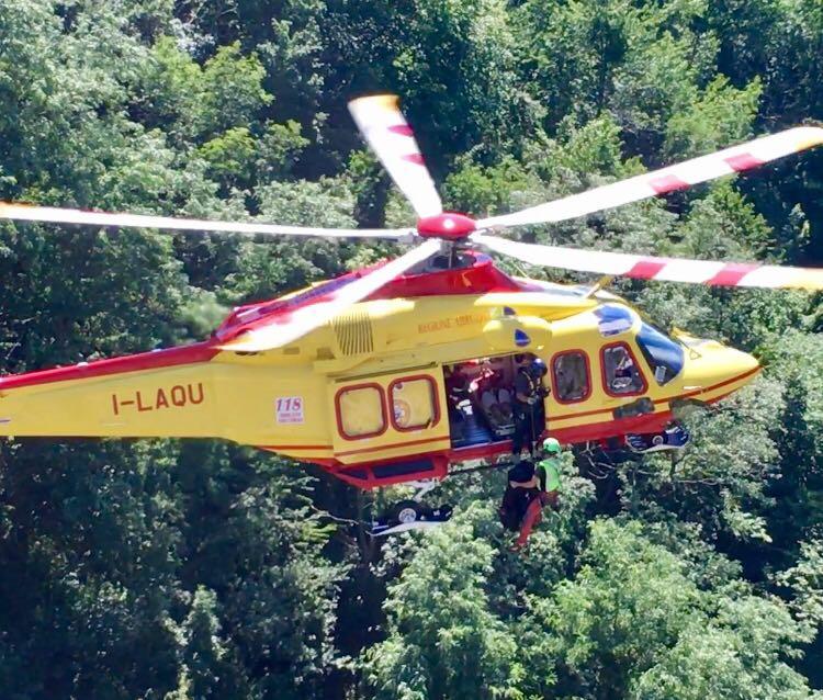 L Elicottero Arra Pdf : Escursionista bloccato in quota salvato elicottero l eco