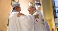 L'abbraccio con Mons. Cibotti