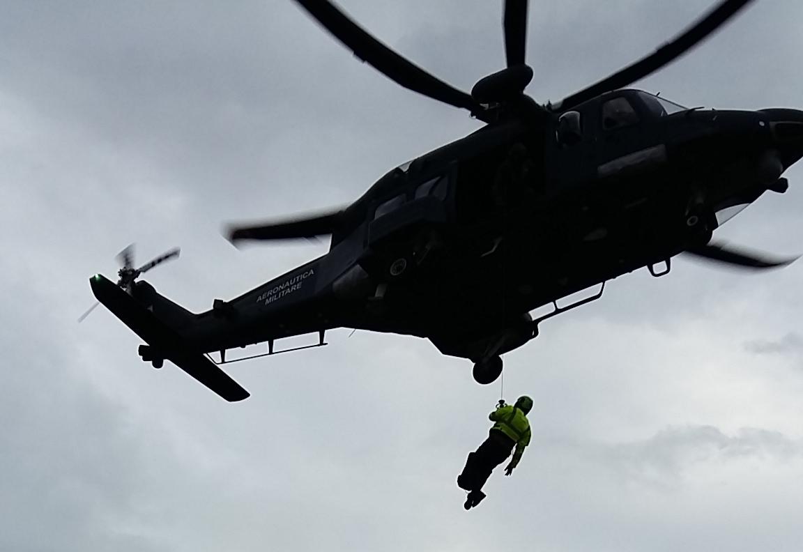 Elicottero 139 : Escursionista cade in un dirupo salvato in elicottero leco