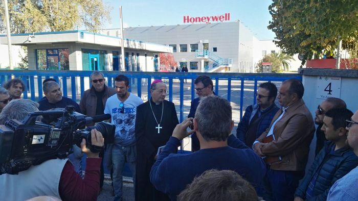 Honeywell chiuderà il sito produttivo di Atessa: a casa 420 lavoratori