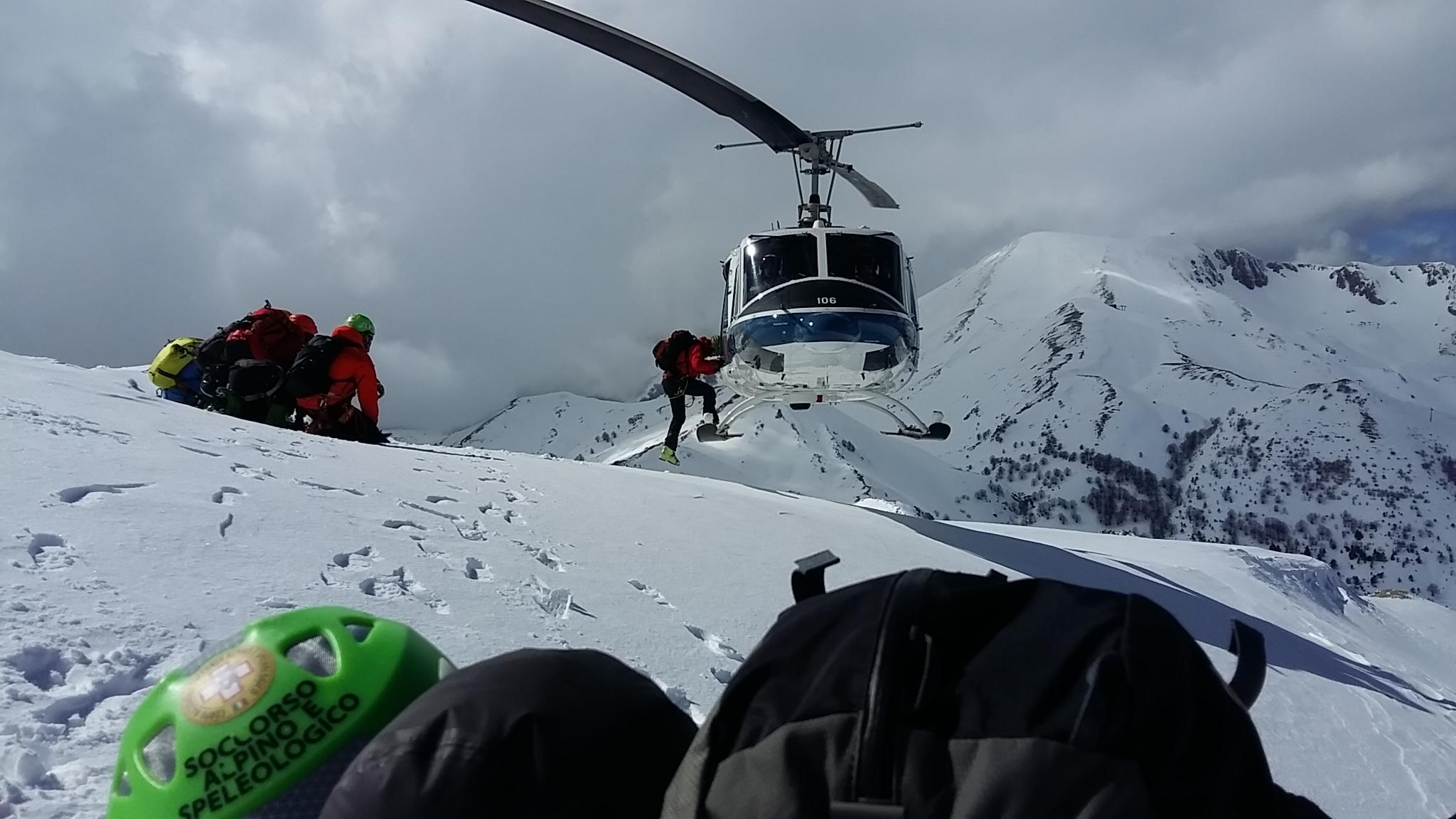 L Elicottero Arra Pdf : Soccorso in alta quota azione un elicottero della